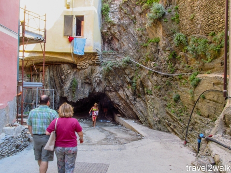 entrance to pebble beach in Vernazza
